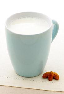 Mandlipiim või aprikoosiseemnete piim